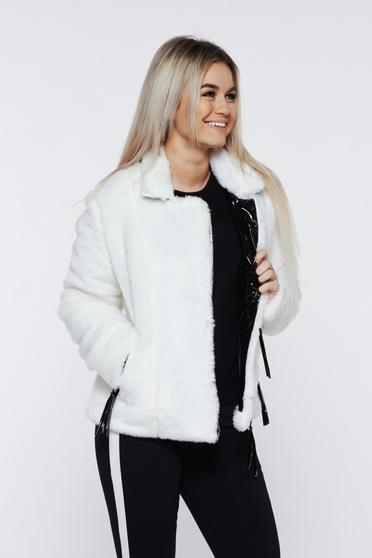 Ocassion white fur with zipper details pockets with inside lining