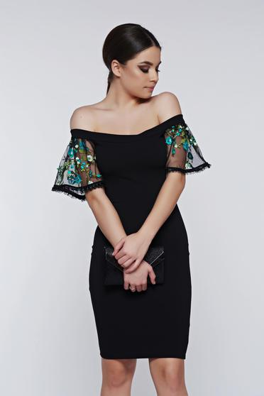 Fofy green dress occasional off shoulder with bell sleeve embroidered