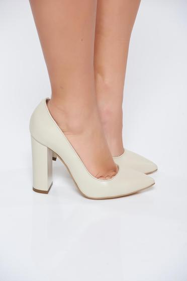 Cream shoes natural leather chunky heel slightly pointed toe tip