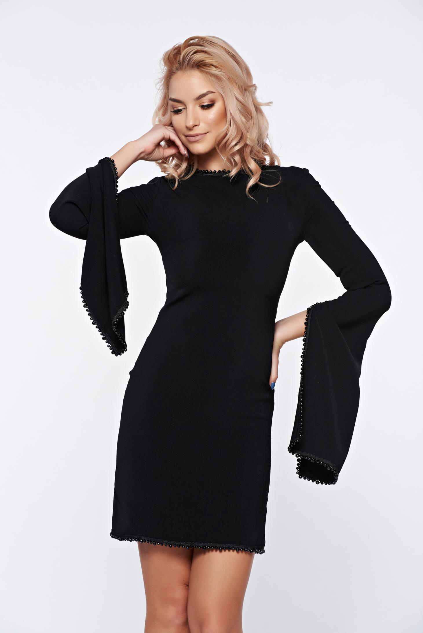 d1d3f7fb58 Fekete Ana Radu alkalmi ruha harang ujjakkal gyöngyös díszítéssel
