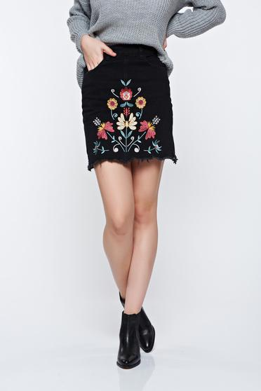 Top Secret casual with embroidery details black skirt
