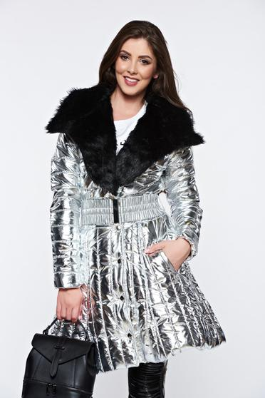 Ocassion silver jacket casual with faux fur details with metallic aspect