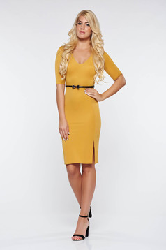 StarShinerS mustard dress office pencil with a cleavage accessorized with belt