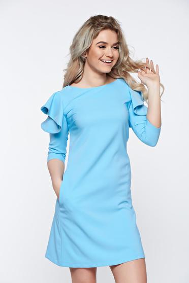 LaDonna with easy cut lightblue dress with ruffled sleeves