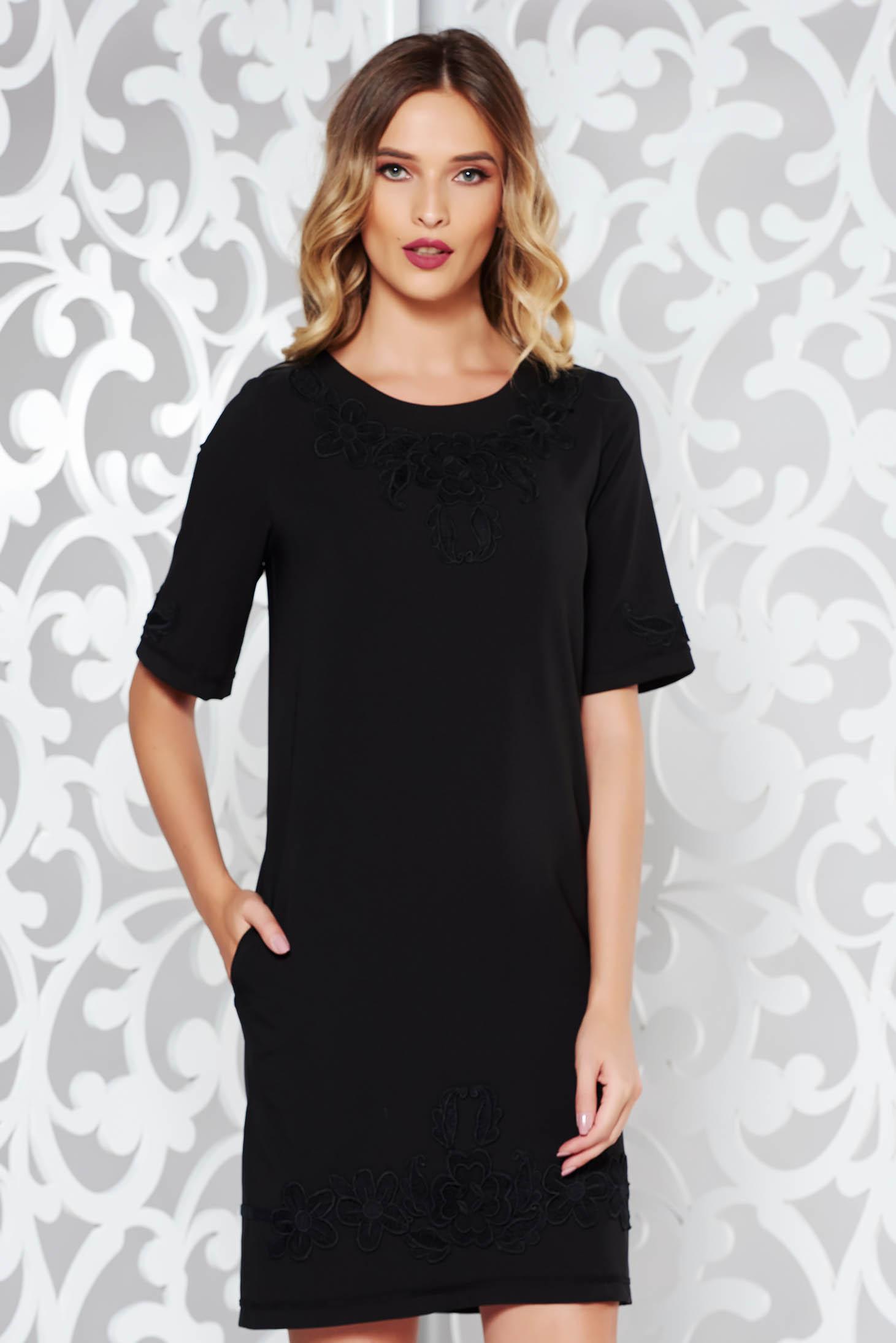 Rochie LaDonna neagra eleganta cu insertii de broderie cu buzunare