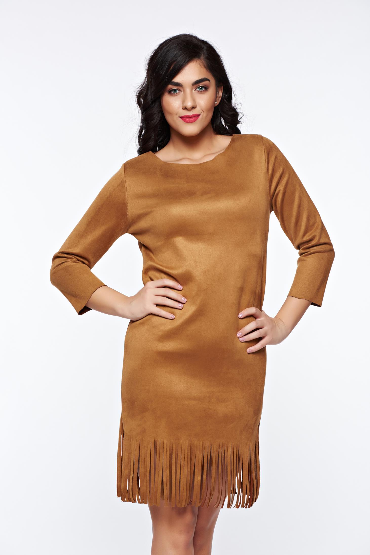 Rochie maro casual cu croi larg din material catifelat usor elastic cu franjuri