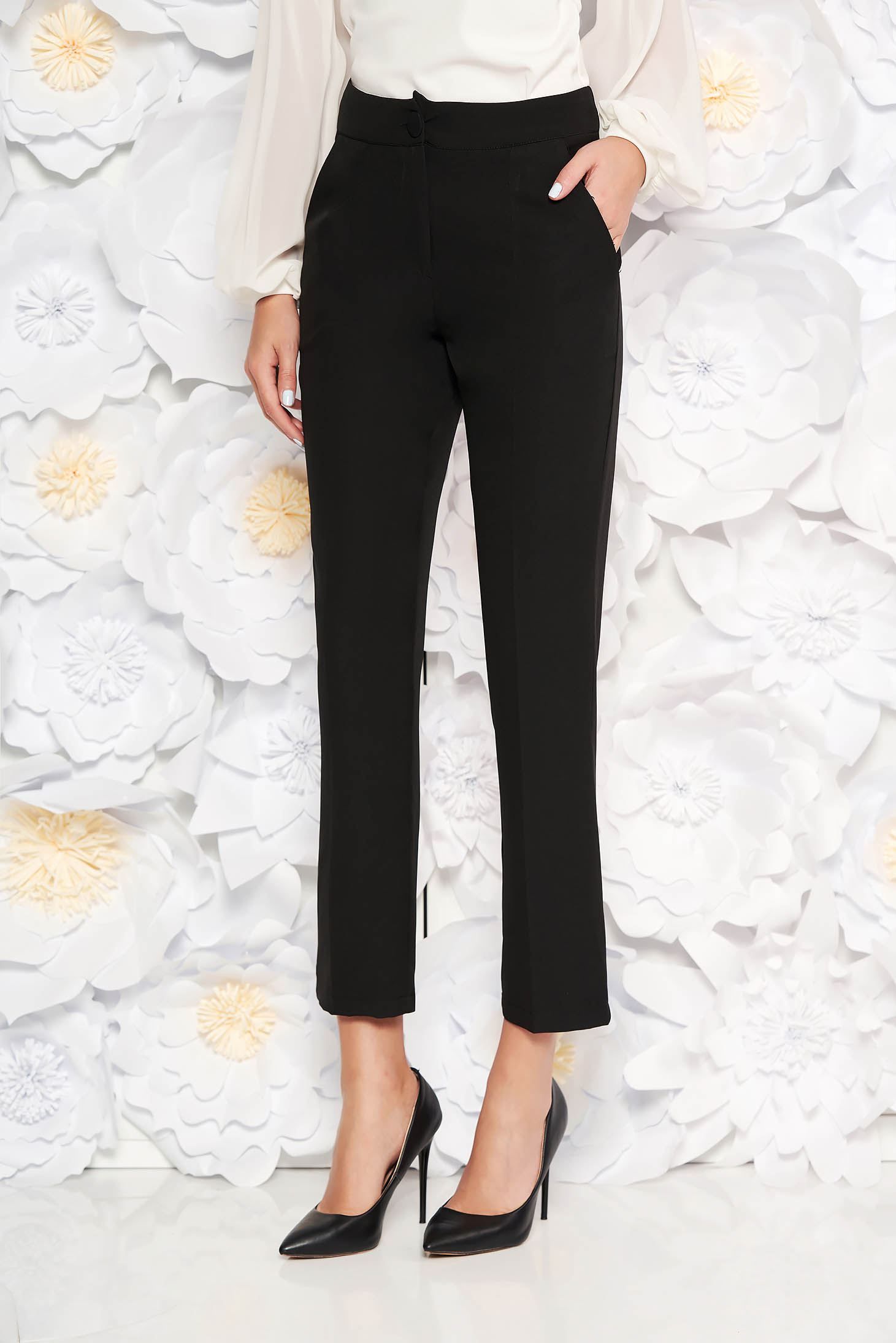 Black office trousers with pockets medium waist slightly elastic fabric with straight cut