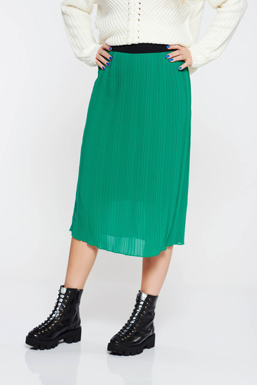 Green skirt casual with elastic waist with inside lining folded up