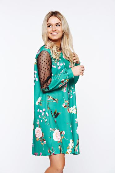 Green dress daily with easy cut from elastic fabric with lace details
