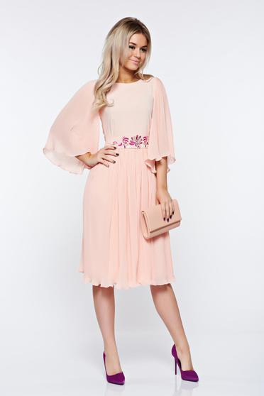StarShinerS peach occasional dress embroidered from veil fabric folded up accessorized with tied waistband