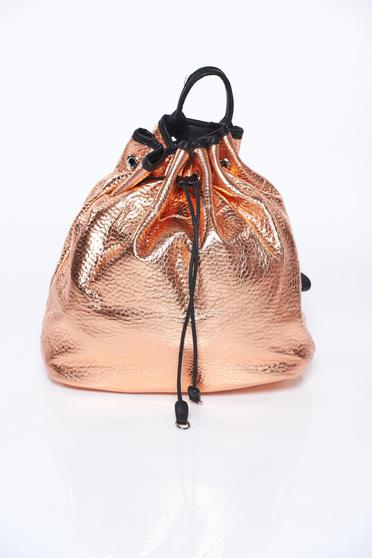 Gold bag casual with metallic aspect from ecological leather