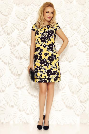 Fofy yellow dress with easy cut slightly elastic fabric office with print details