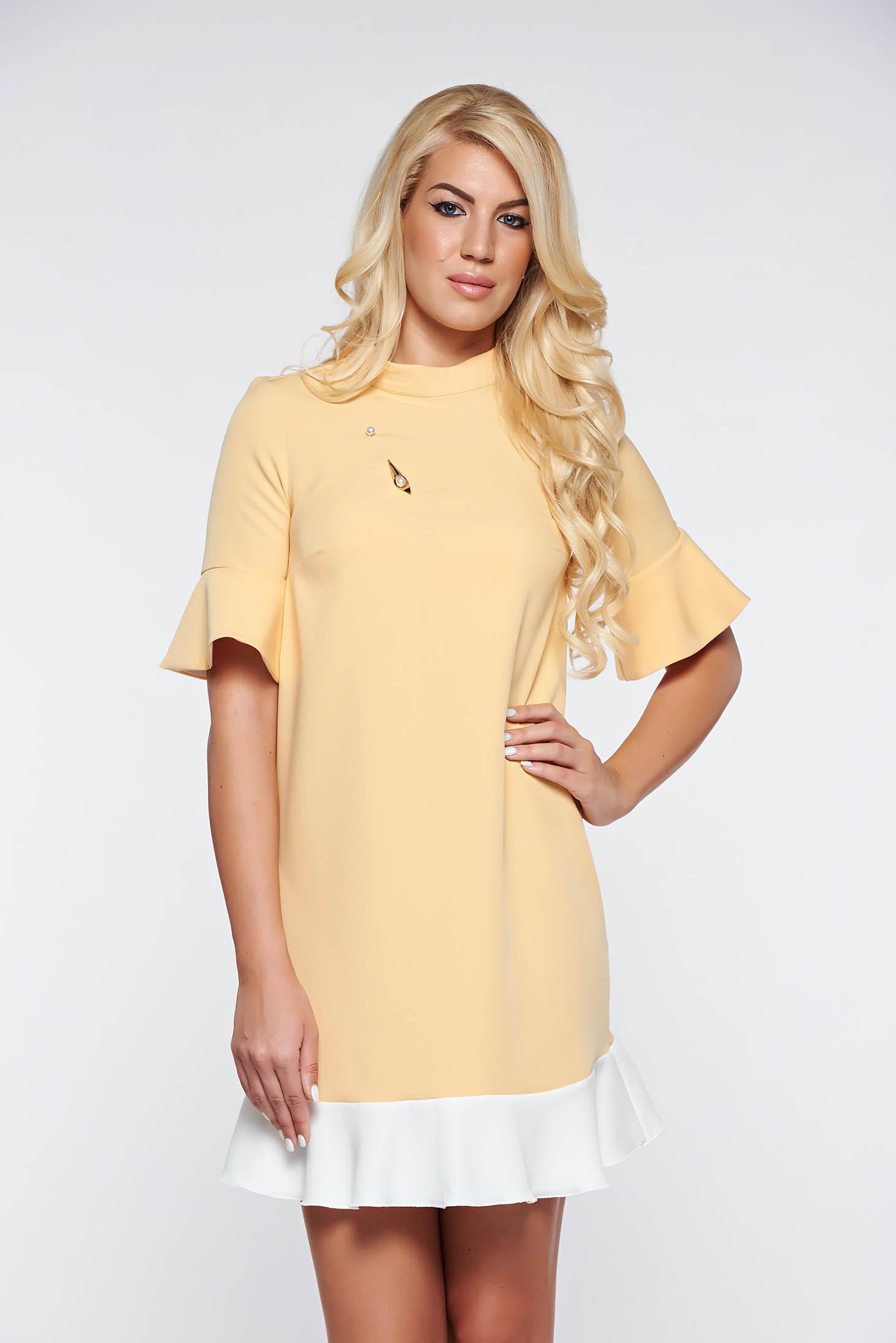 Sárga PrettyGirl elegáns bő szabás ruha enyhén rugalmas anyag fémes  kiegészítő afdbd64b88