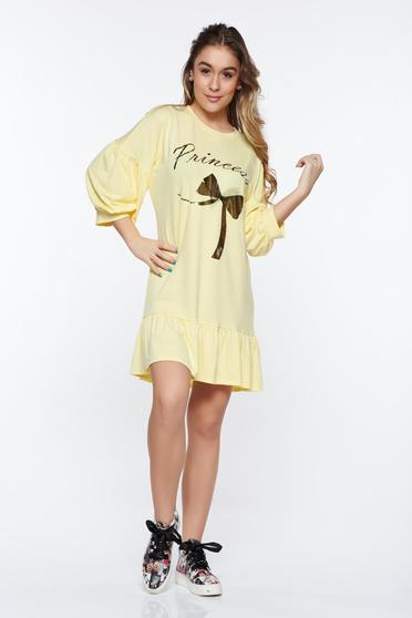 Yellow casual dress with easy cut from elastic fabric with ruffles at the buttom of the dress