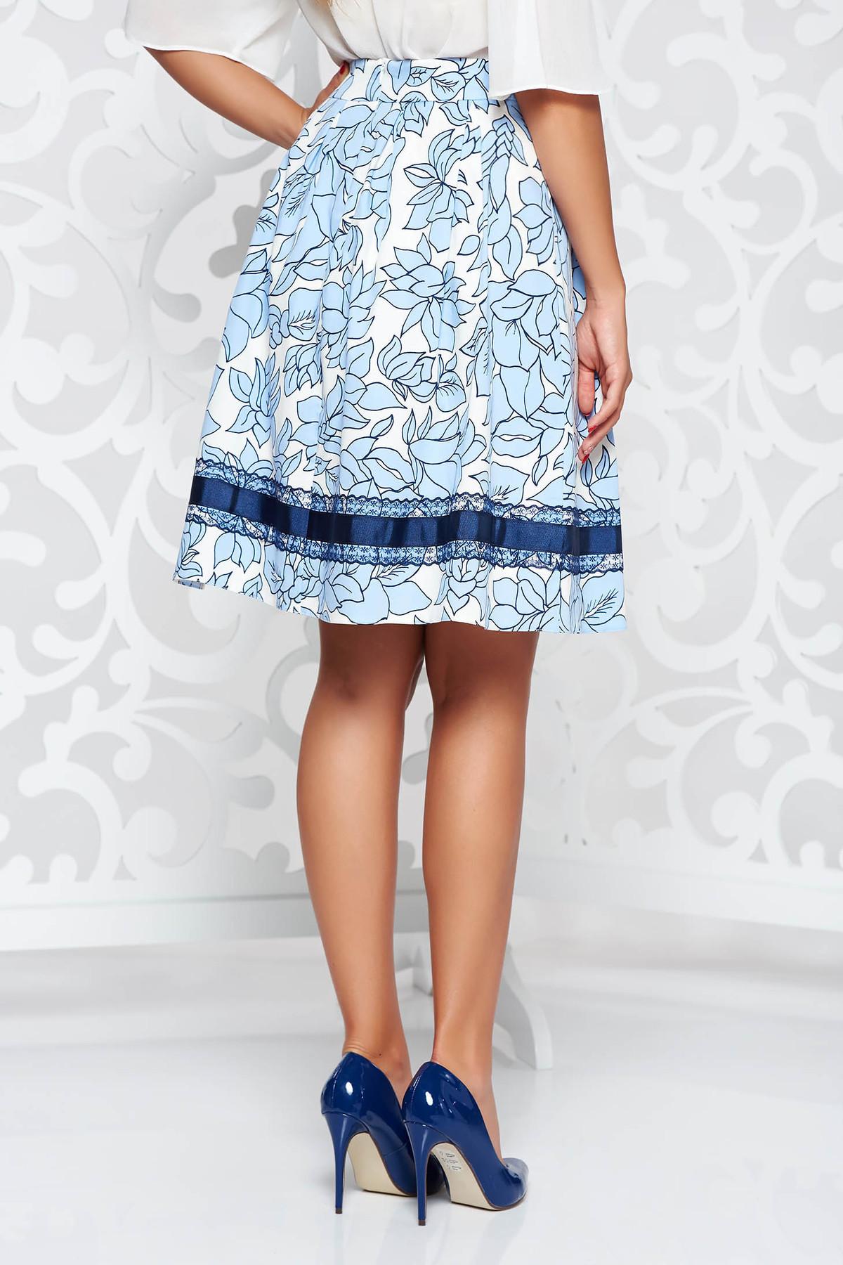 Fusta LaDonna albastra eleganta in clos din bumbac captusita pe interior cu aplicatii cusute manual