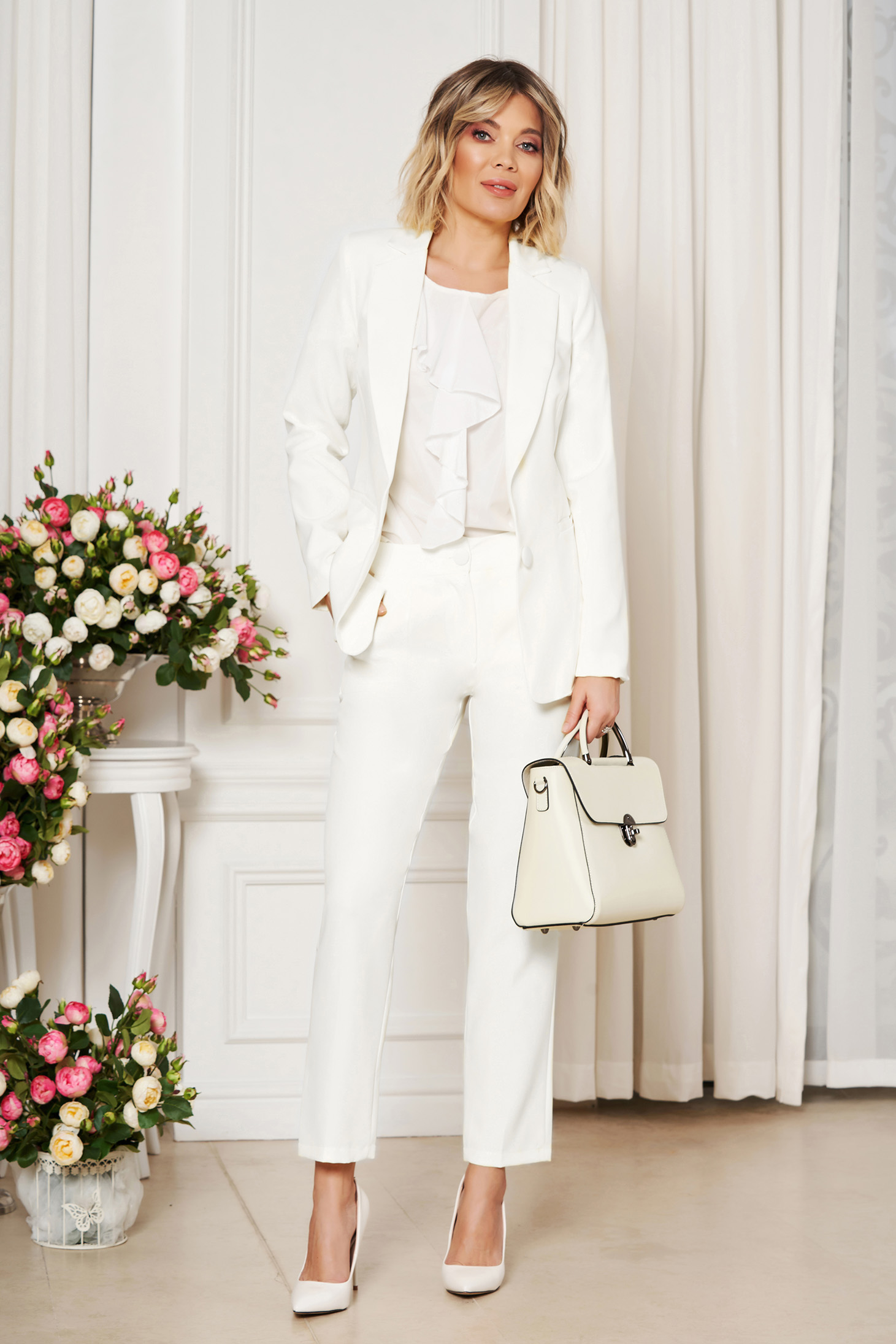 White office trousers with pockets medium waist slightly elastic fabric with straight cut