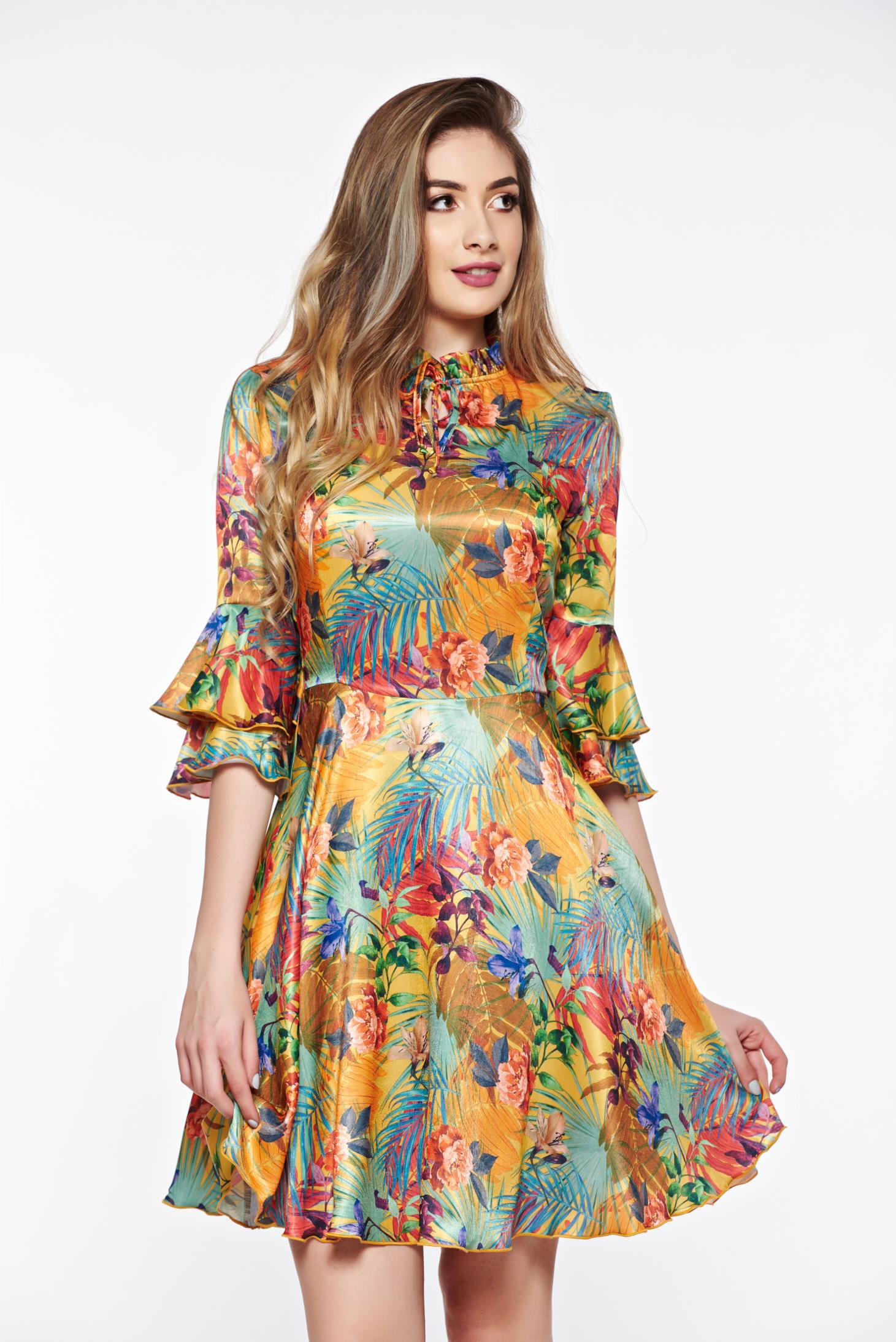 e4423f2321 Zöld PrettyGirl elegáns harang ruha szatén anyagból belső béléssel
