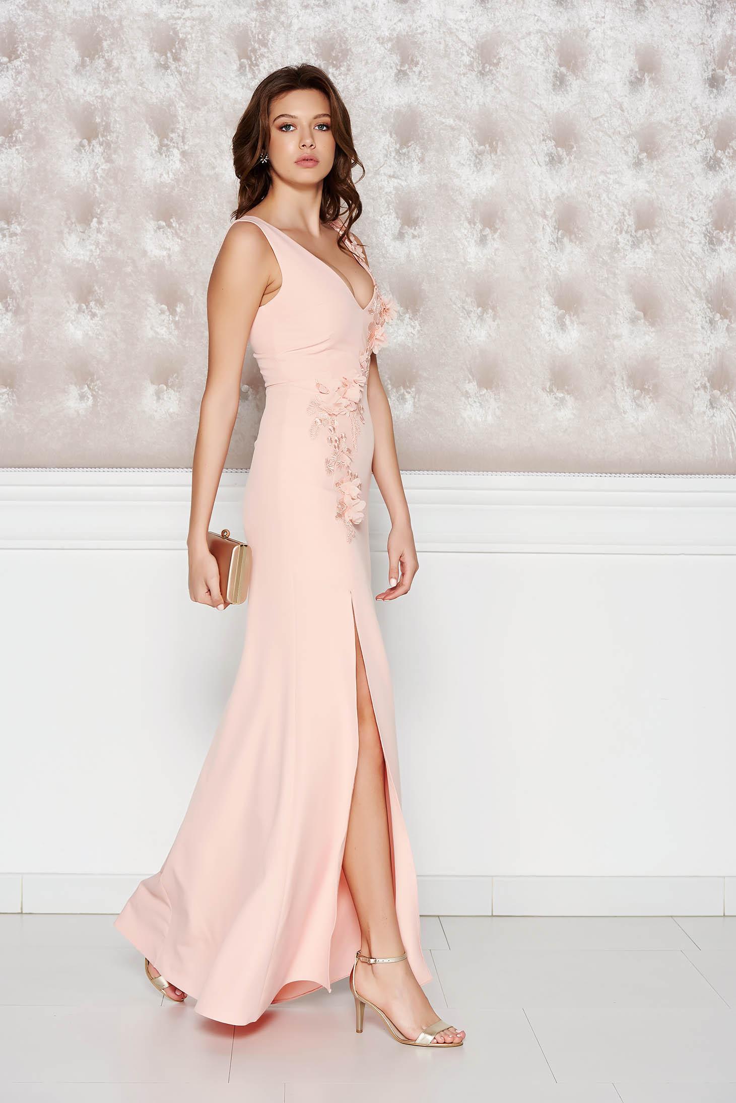 e670bf51f5 Barackvirágszínű StarShinerS alkalmi ruha enyhén elasztikus szövet belső  béléssel virágos díszek 3d effekt