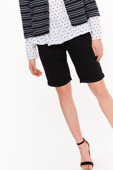 Top Secret black cotton short with medium waist with pockets