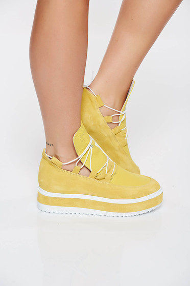 Casual yellow sneakers natural leather low heel with laced details
