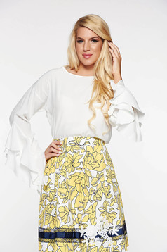 PrettyGirl elegant women`s blouse with easy cut airy fabric with ruffled sleeves white