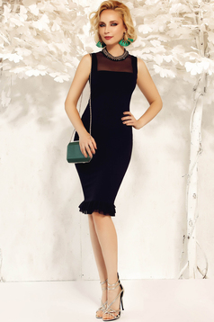 Fofy black elegant pencil dress slightly elastic fabric with ruffles at the buttom of the dress
