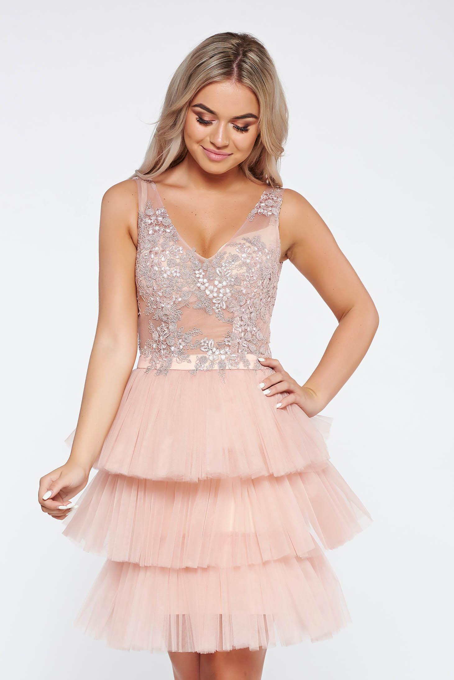 ba2c23adf0 Rózsaszínű LaDonna alkalmi ruha belső béléssel tüll csipkés anyagból virágos  díszek 3d effekt