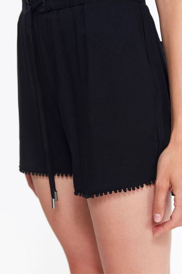 Top Secret black casual short airy fabric is fastened around the waist with a ribbon with medium waist