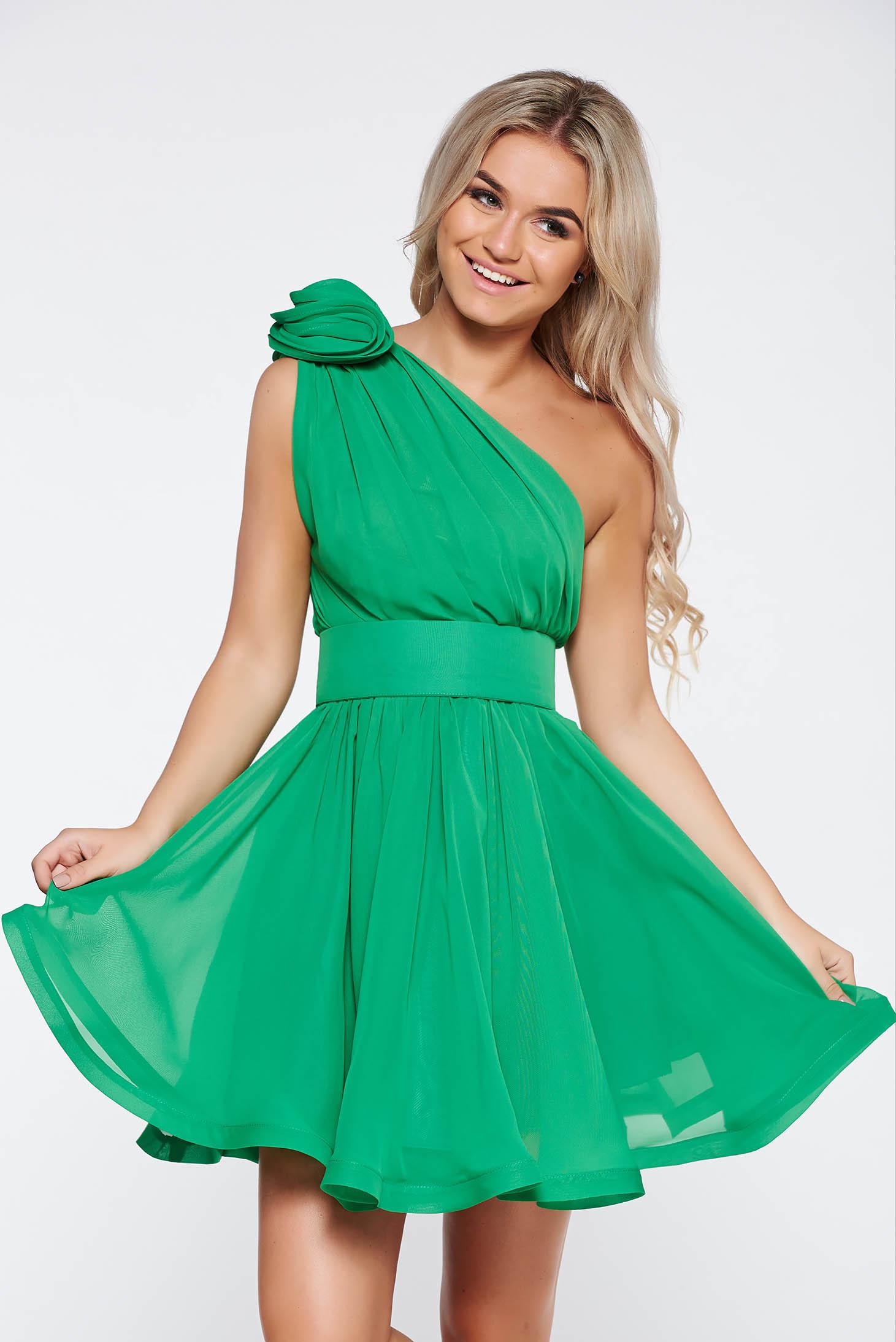 Rochie Ana Radu verde de lux din voal in clos pe umar captusita pe interior accesorizata cu cordon