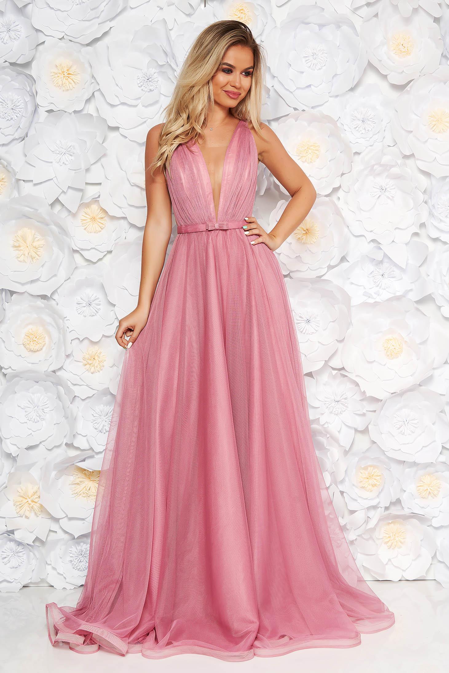 00b135b2b2 Világos rózsaszín Ana Radu ruha övvel ellátva tüll mély dekoltázs belső  béléssel