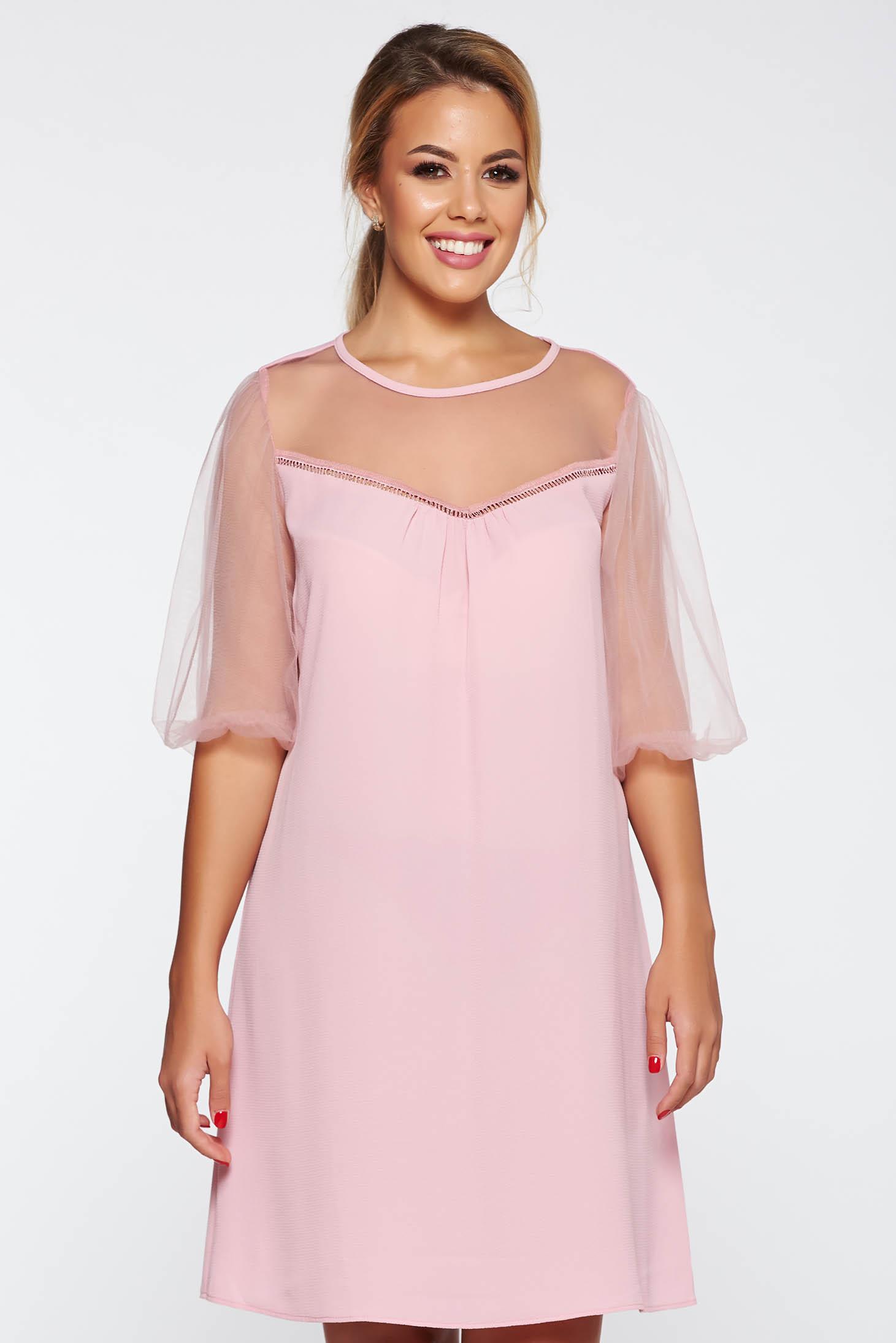 Rochie rosa eleganta cu croi larg din material vaporos si transparent captusita pe interior