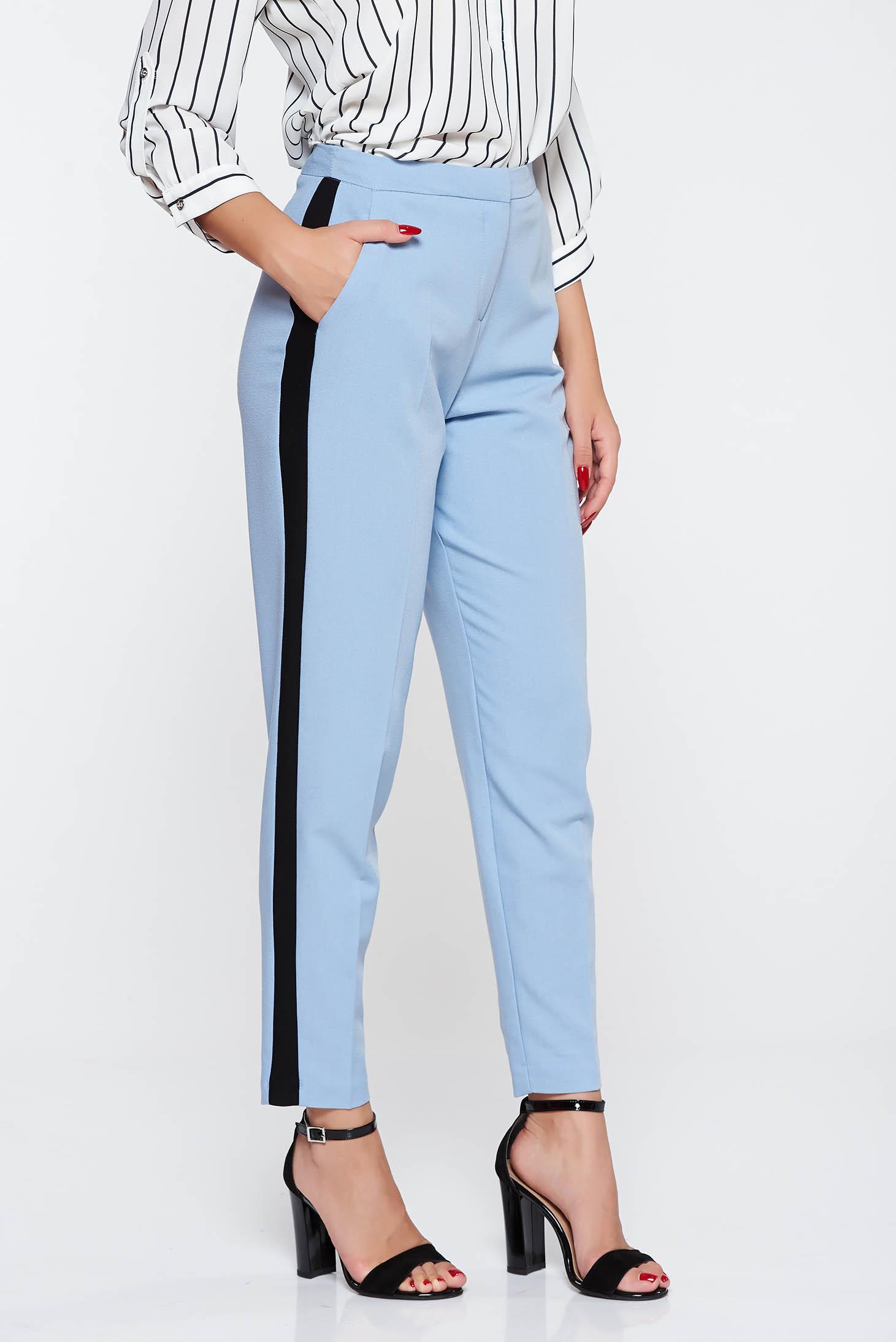 Pantaloni albastri deschis eleganti cu talie medie din stofa subtire usor elastica