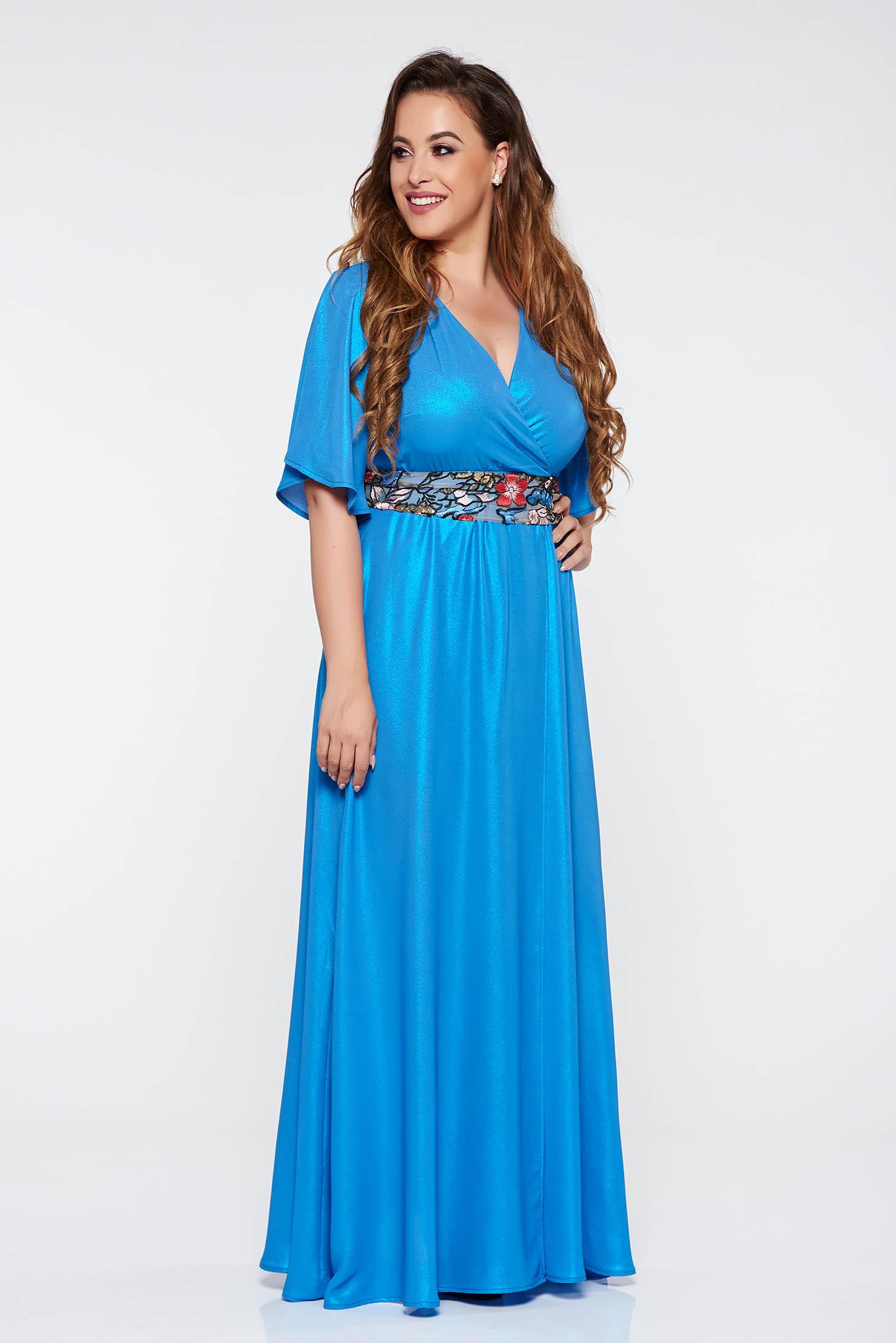Kék StarShinerS elegáns hosszú ruha 3 4-es ujjú fényes anyag hímzett  betétekkel övvel ellátva d25322c834