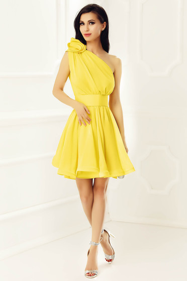 Ana Radu yellow dress luxurious from veil fabric with inside lining cloche accessorized with tied waistband