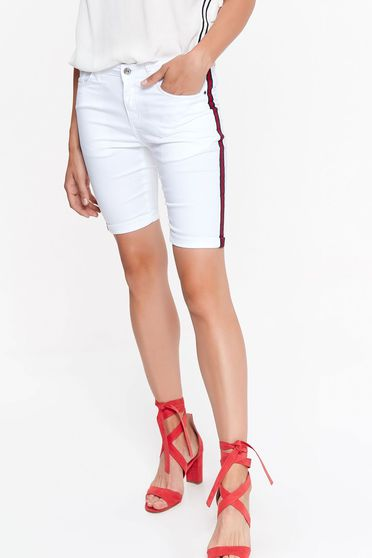 Top Secret white short casual with medium waist tented slightly elastic fabric with pockets
