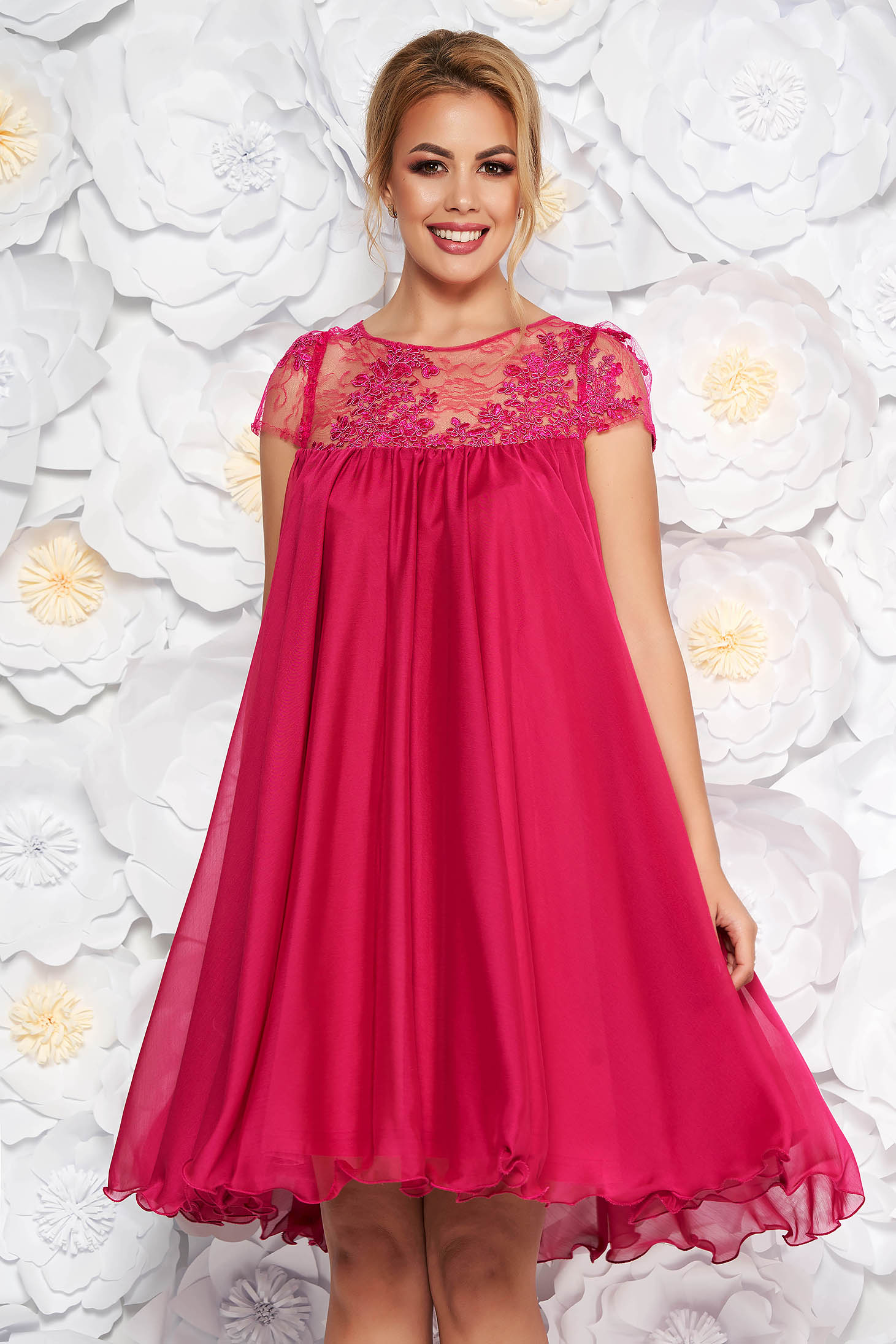 Artista fuchsia occasional dress with easy cut with embroidery details from veil with inside lining