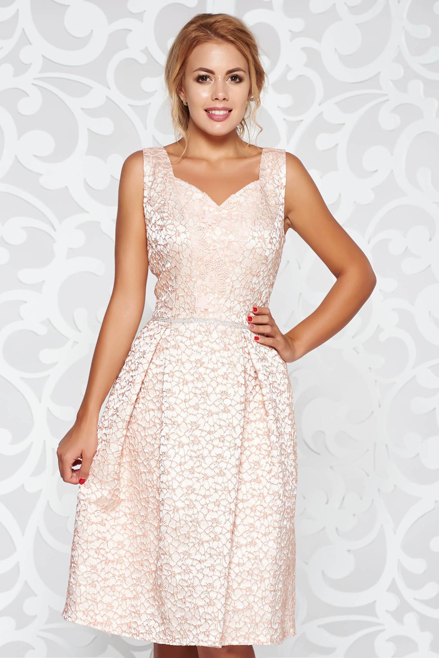 Rózsaszínű alkalmi deréktól bővülő szabás ruha strassz köves díszítés