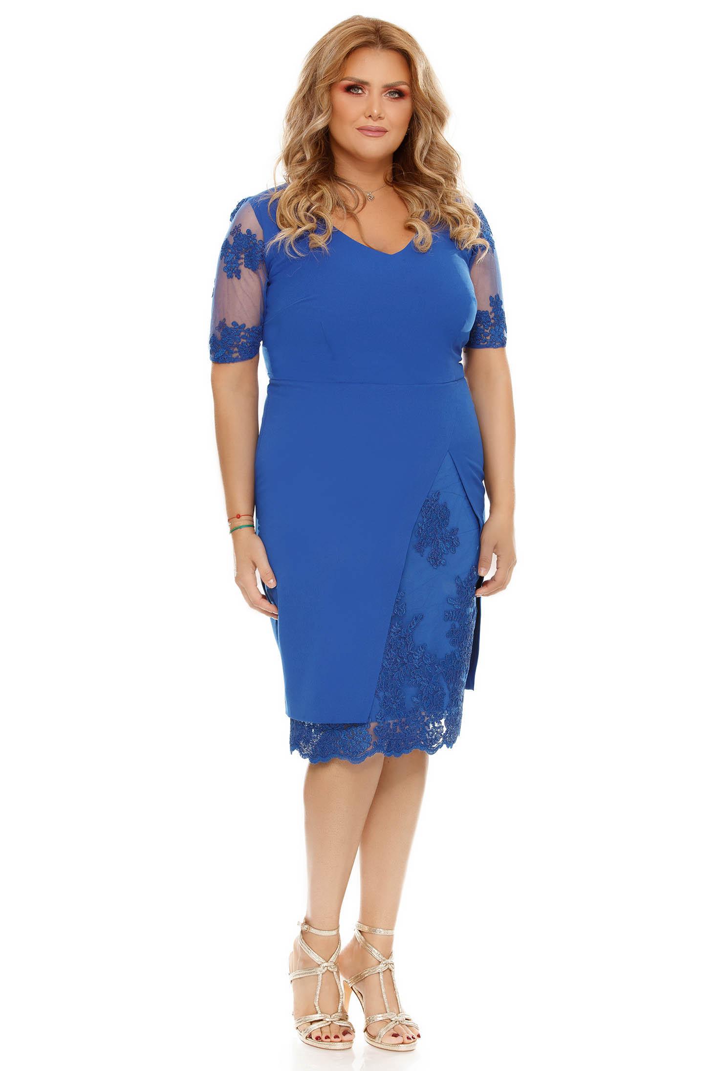f546dfc346 Kék alkalmi ruha szűk szabás csipke díszítéssel enyhén elasztikus szövet