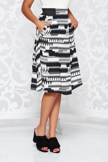 Black casual flaring cut skirt with elastic waist thin fabric with medium waist