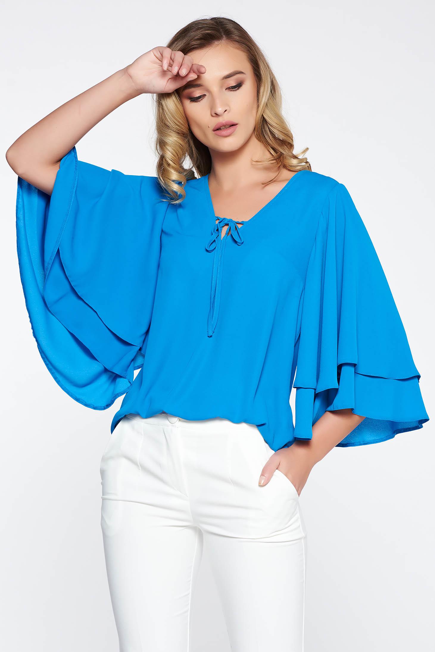97881743be Kék StarShinerS elegáns bő szabású női blúz nem rugalmas anyag vékony anyag  v-dekoltázzsal