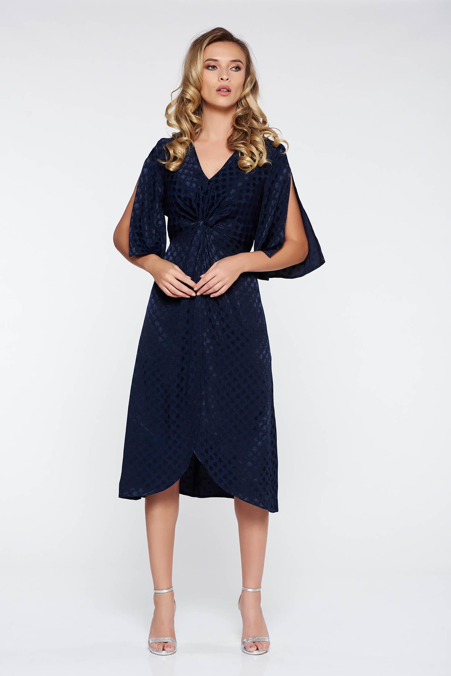 Rochie StarShinerS albastra-inchis eleganta asimetrica din material satinat cu decolteu in v si maneci decupate