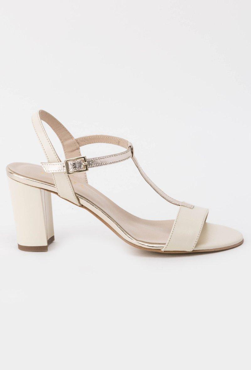 Sandale albe elegante din piele naturala cu toc inalt si