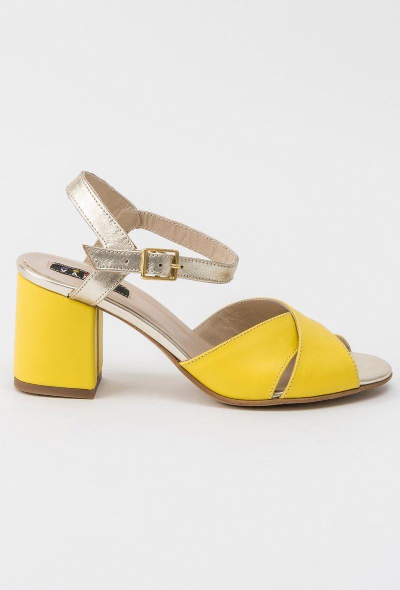 Sandale galbene office din piele naturala cu toc gros accesorizata cu o catarama metalica