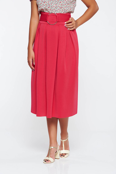 Pink flaring cut high waisted skirt with metalic accessory