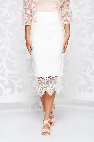 White skirt with tented cut with lace details high waisted