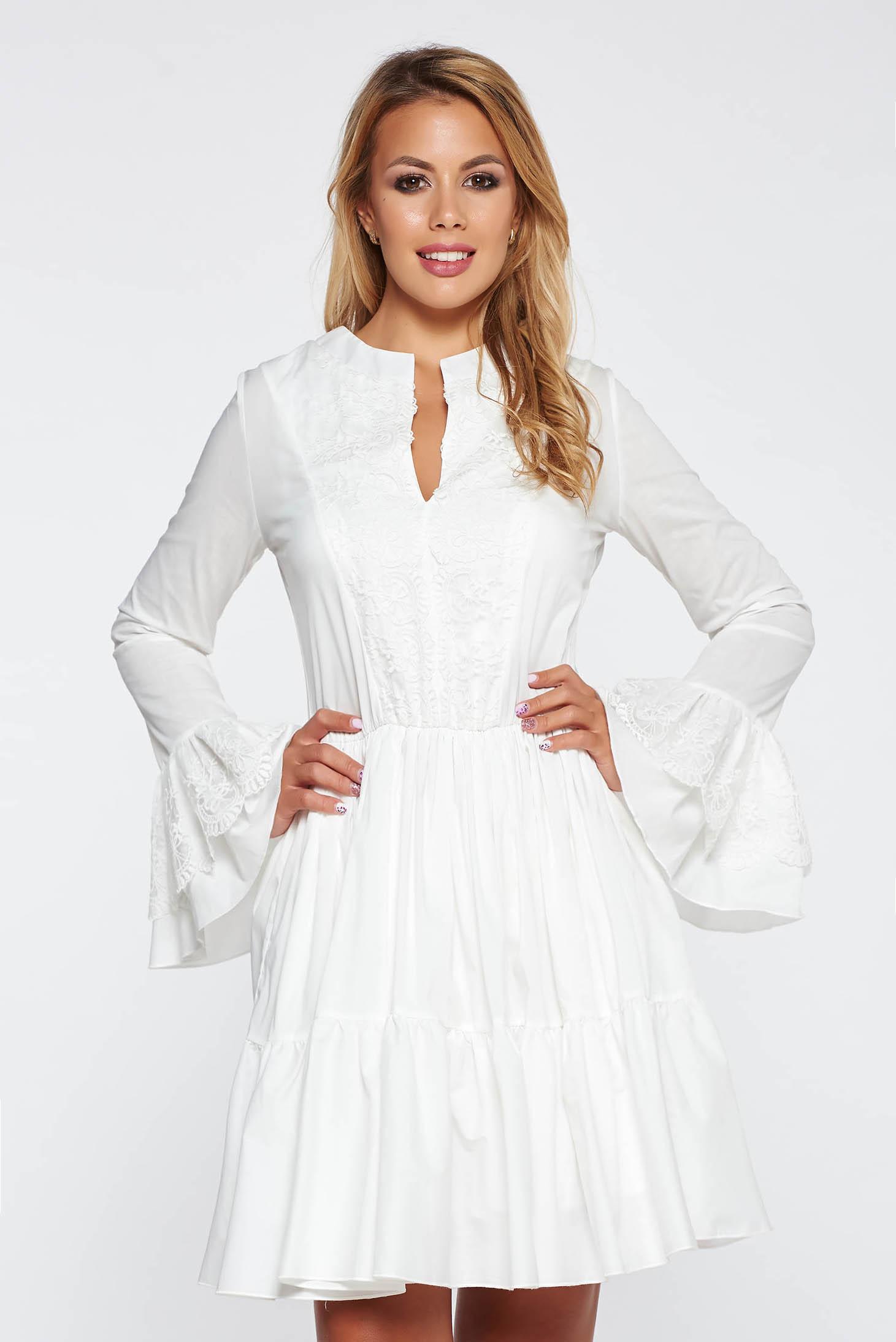 d8e7ee58cb6 Fehér PrettyGirl casual ruha nem elasztikus pamut deréktól bővülő szabás  csipke díszítéssel
