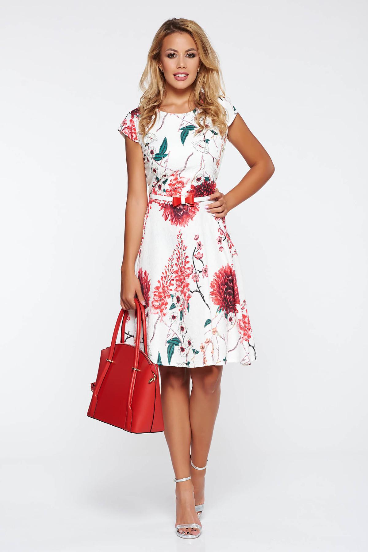 Rochie rosie de zi in clos bumbac usor elastic accesorizata cu cordon