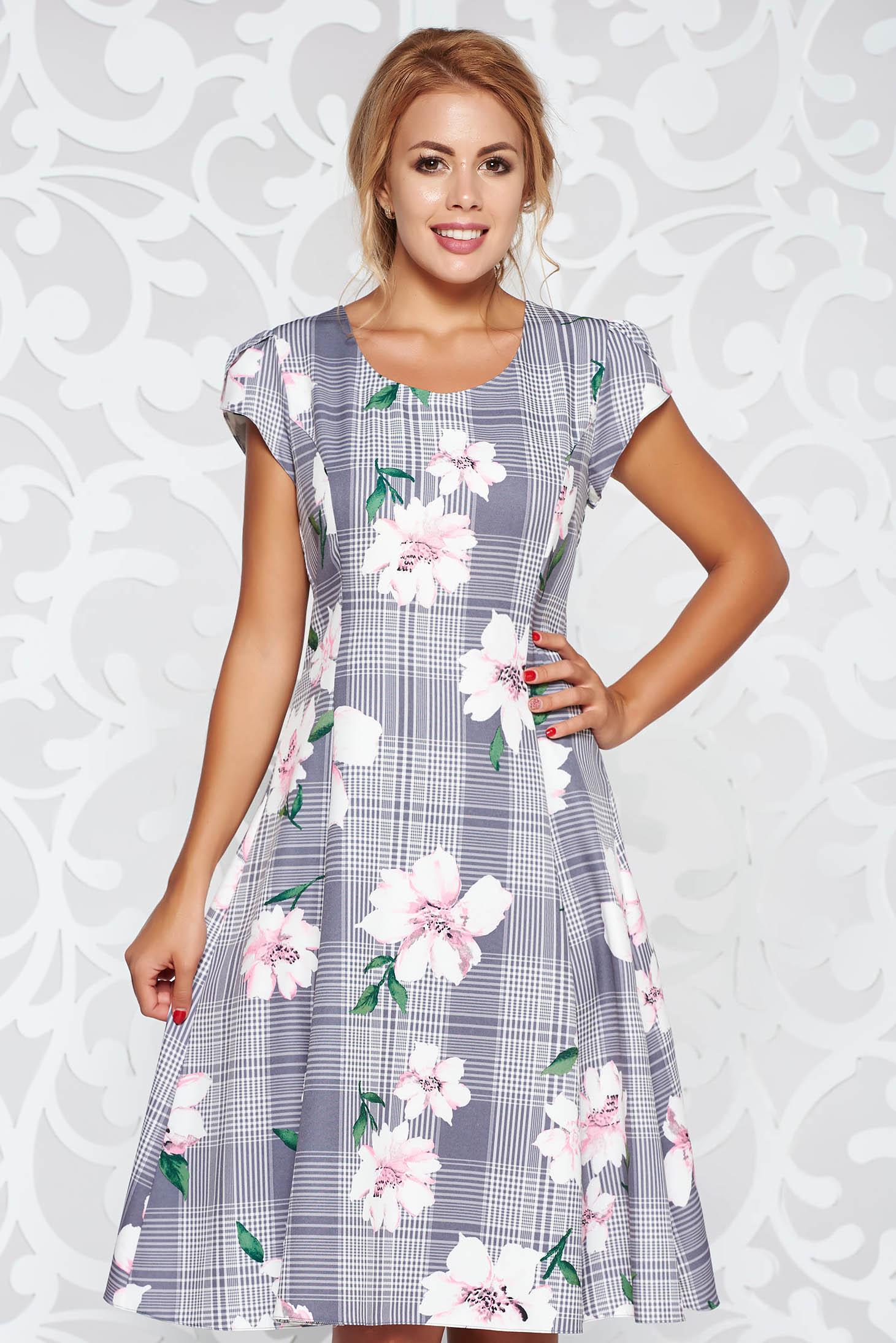 Szürke elegáns harang ruha finom tapintású anyag virágmintás díszítéssel 0c1322643a