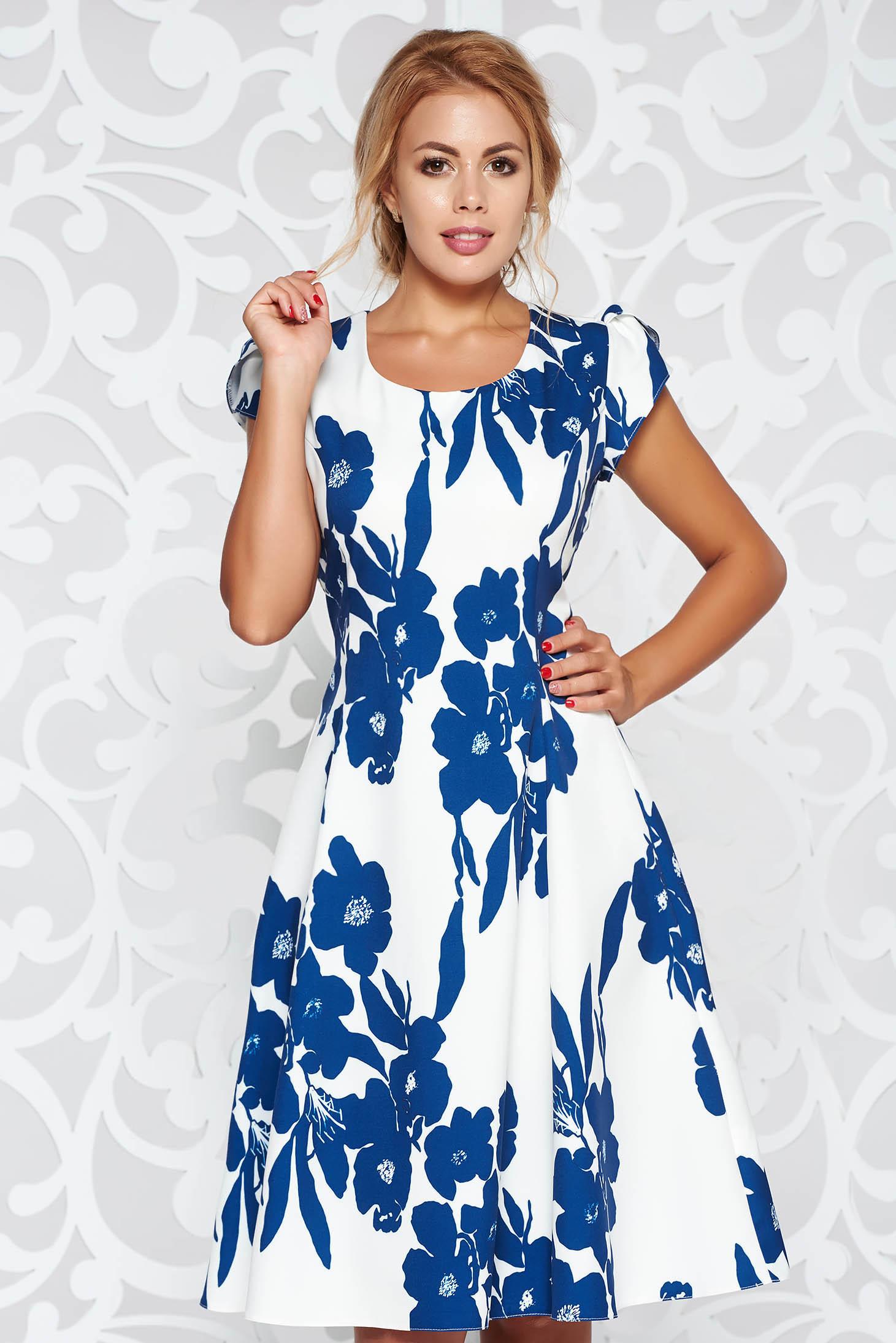 Rochie alba eleganta in clos material fin la atingere cu imprimeuri florale