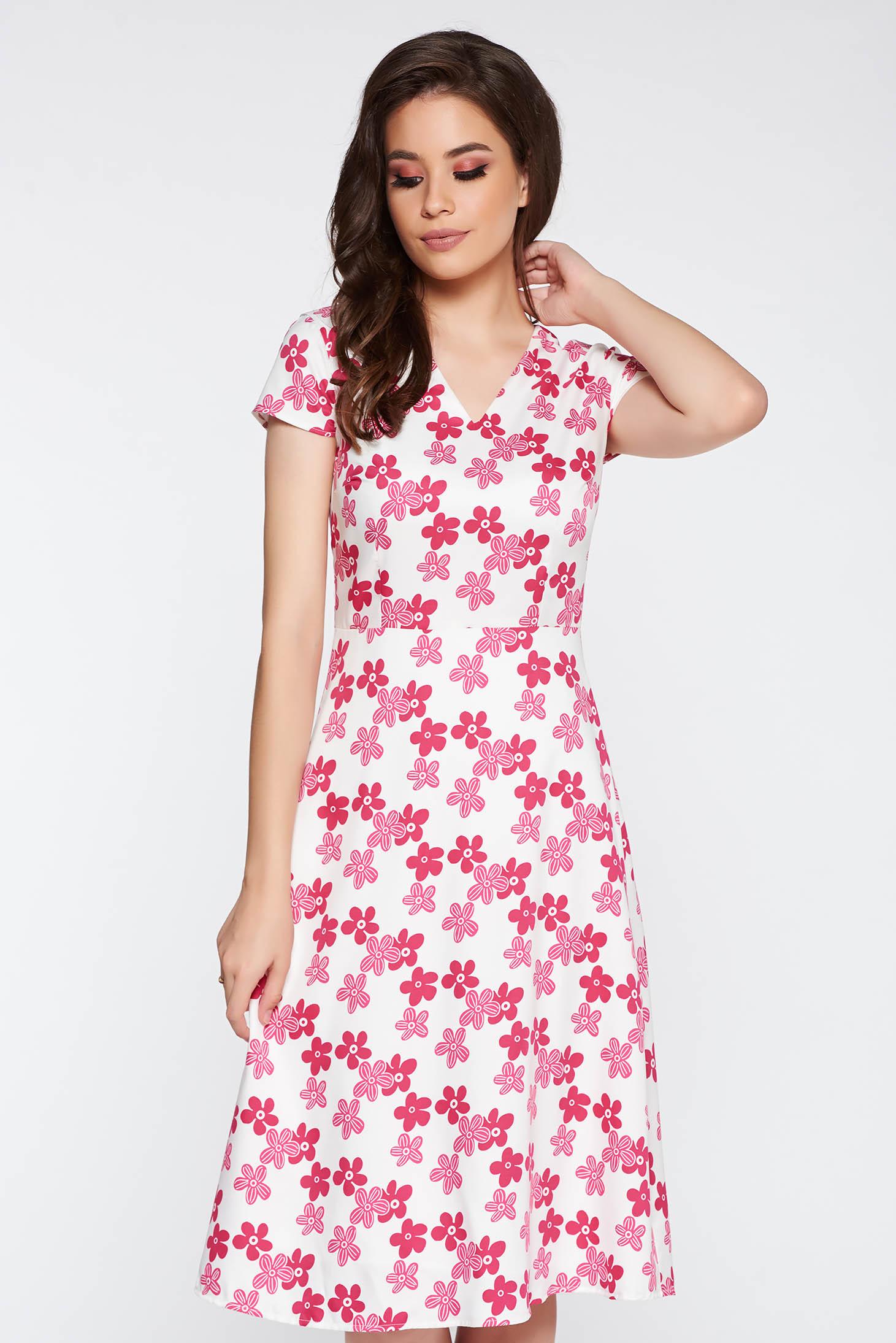 Világos rózsaszín elegáns harang ruha enyhén rugalmas anyag virágmintás  díszítéssel v-dekoltázzsal cb16a95a9a